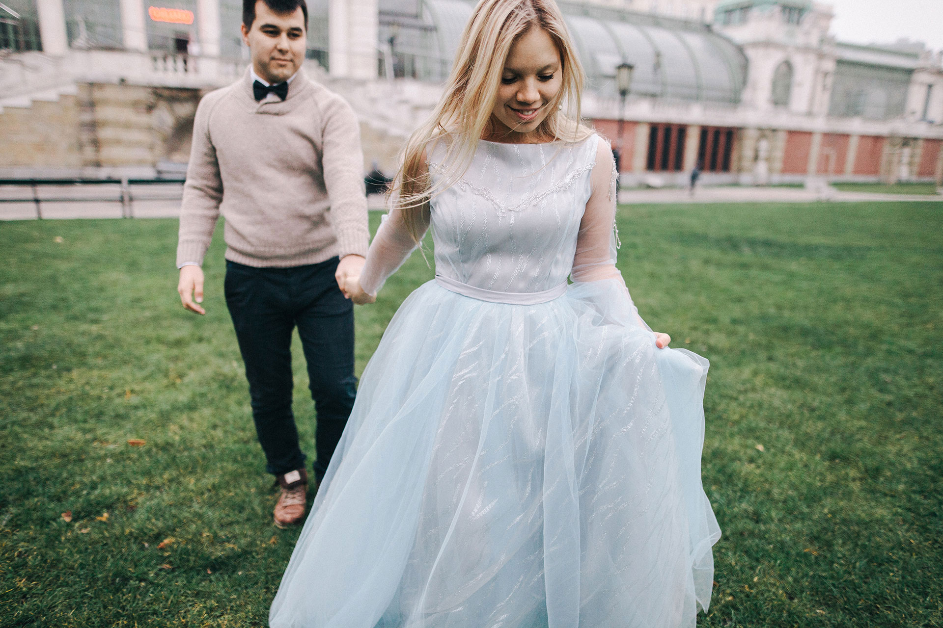 gentle-blue-dress-for-a-wedding-in-Prague